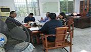 印度客人与为荣洽谈关于纸箱设备事宜